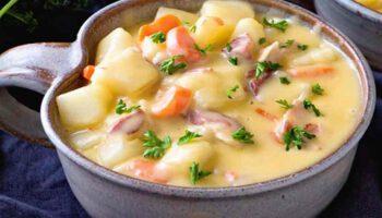 Délicieuse soupe crémeuse patates-bacon