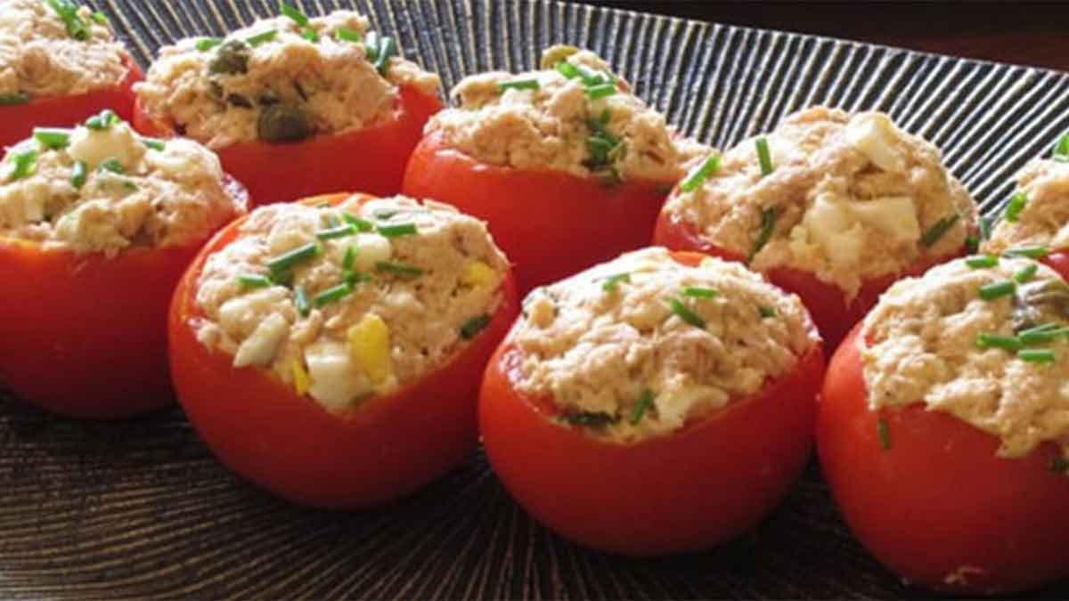 Délicieuses tomates farcies classique au mousse de thon