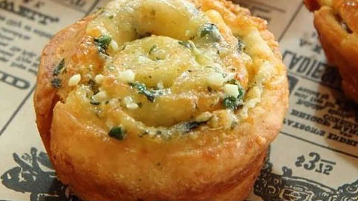 Délicieux petits pains italiens aux ails-persils-parmesan