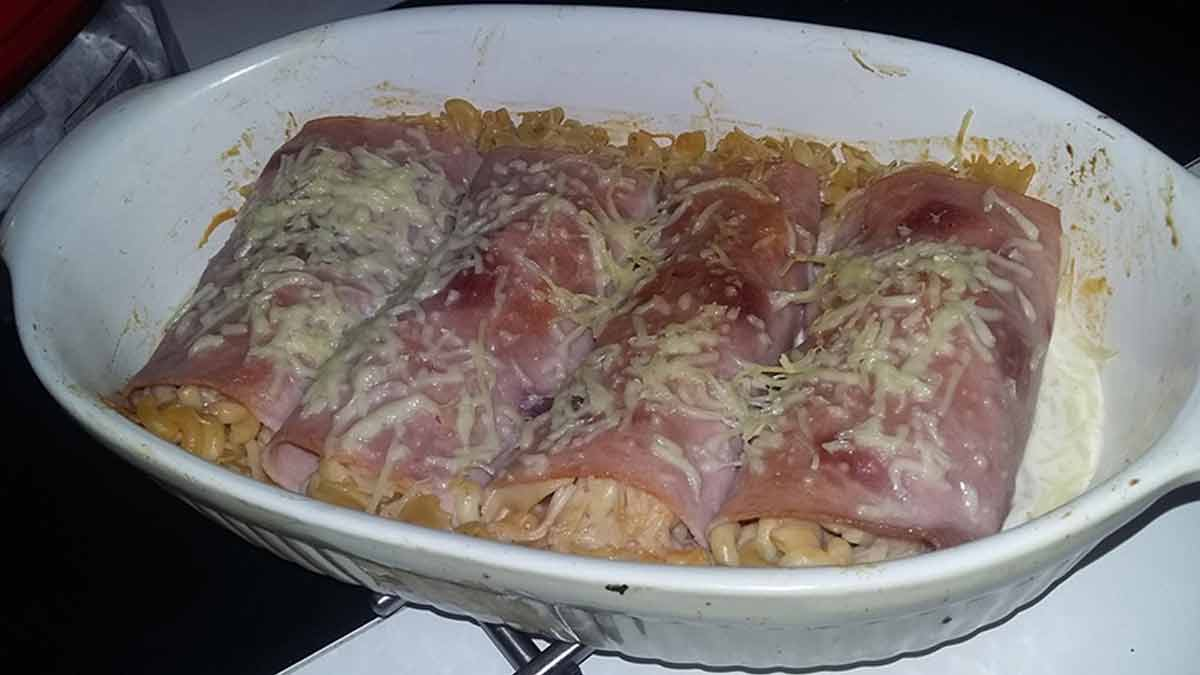Délicieux roulés de jambon à la pâte et champignons