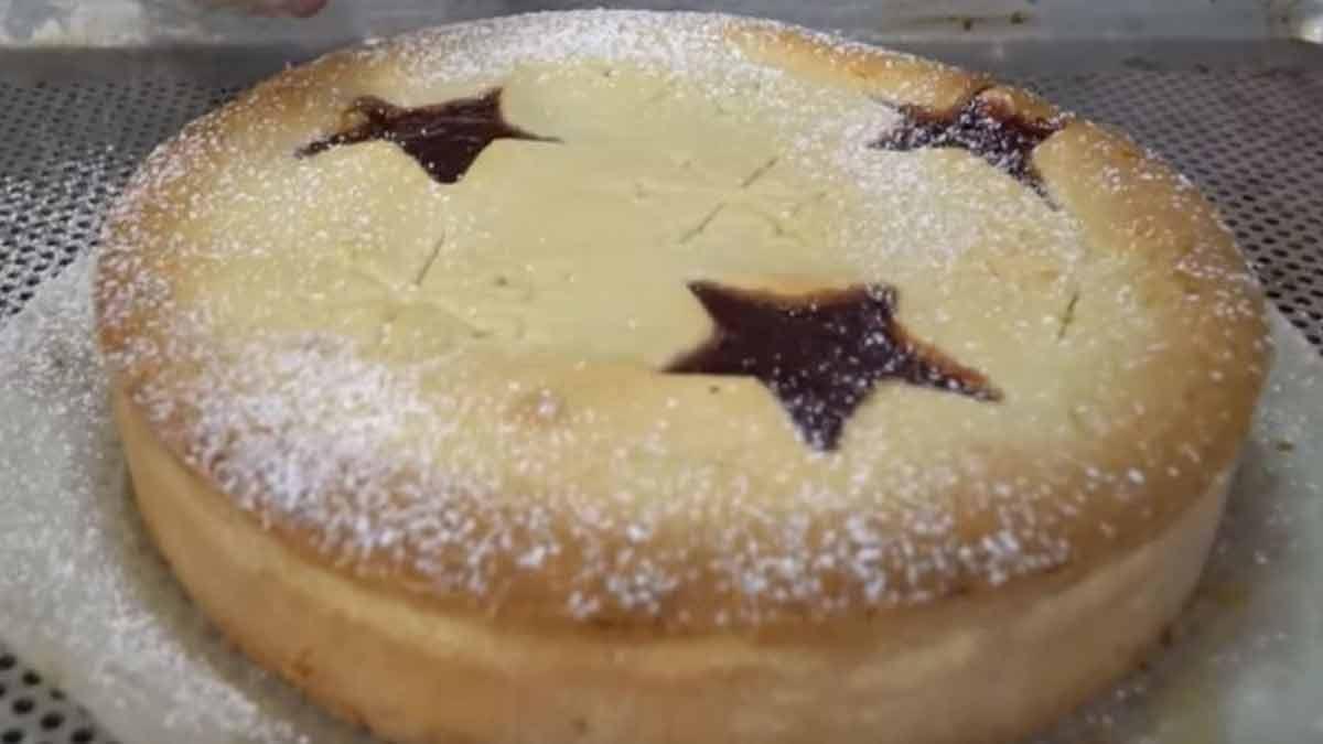 Exquis gâteau sablé à la crème aux amandes et à la confiture