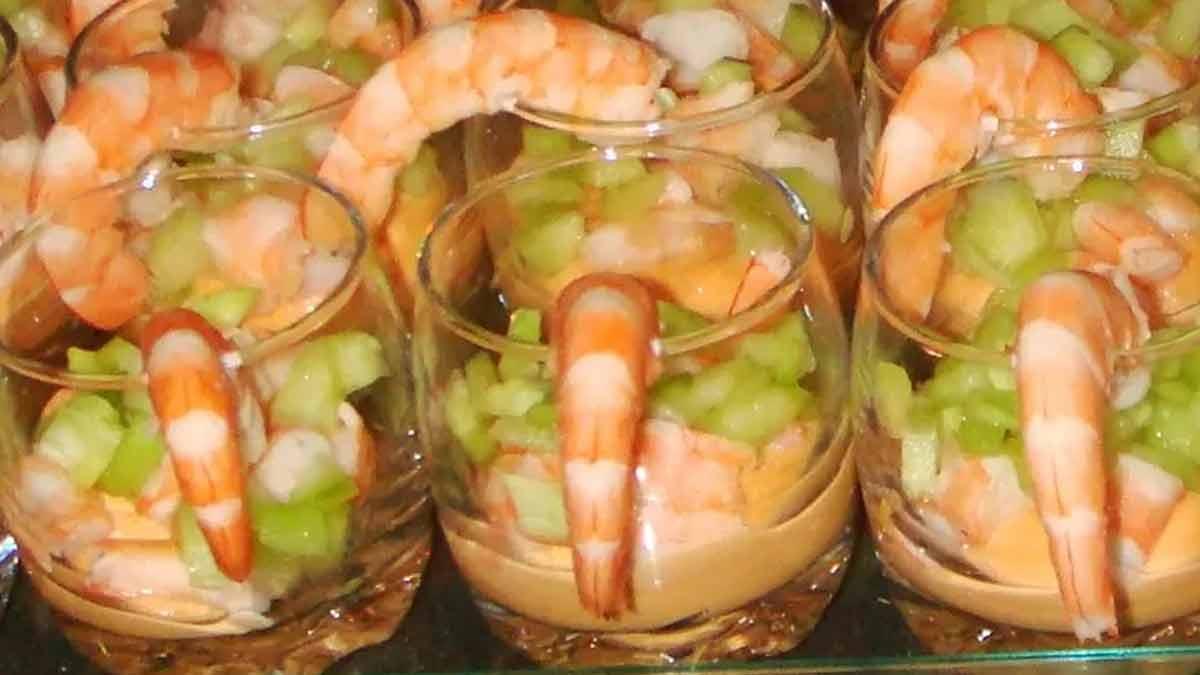 Rafraichissantes verrines de crevettes à la sauce cocktail et au concombre