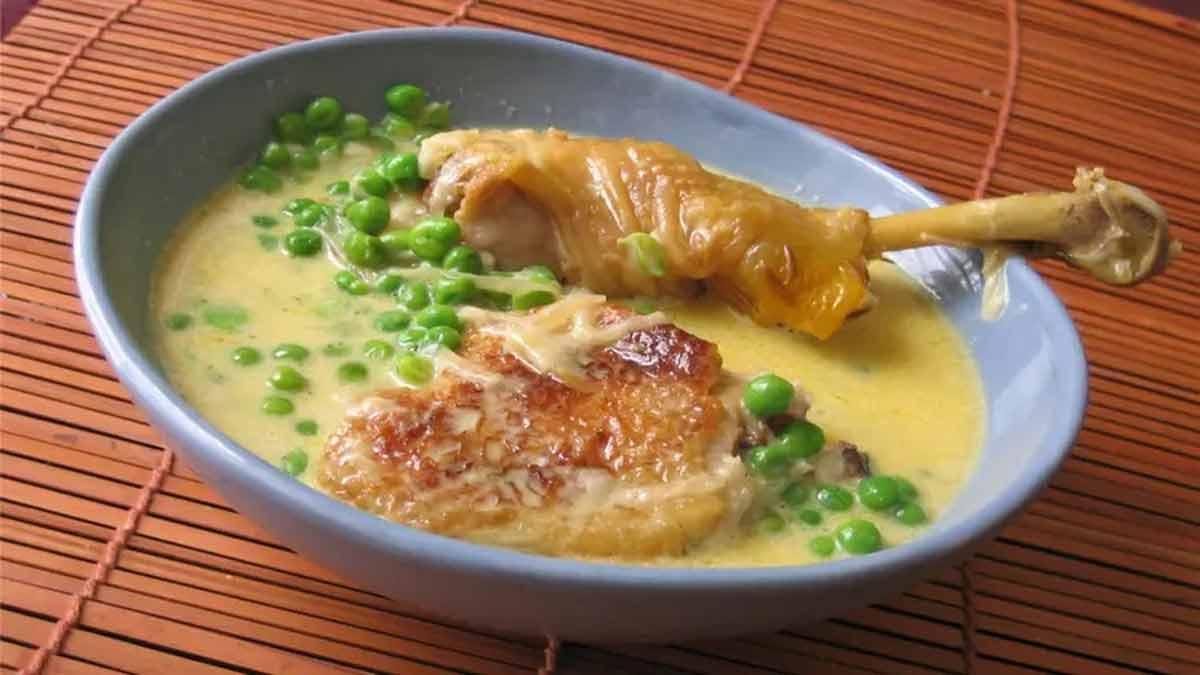 Succulente fricassée de poulet crémeuse aux petits pois