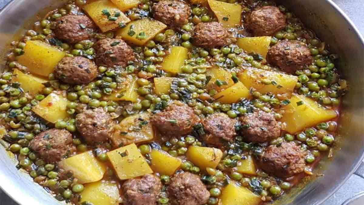 Traditionnel tajine de boulette de viande-petits pois-pommes de terre