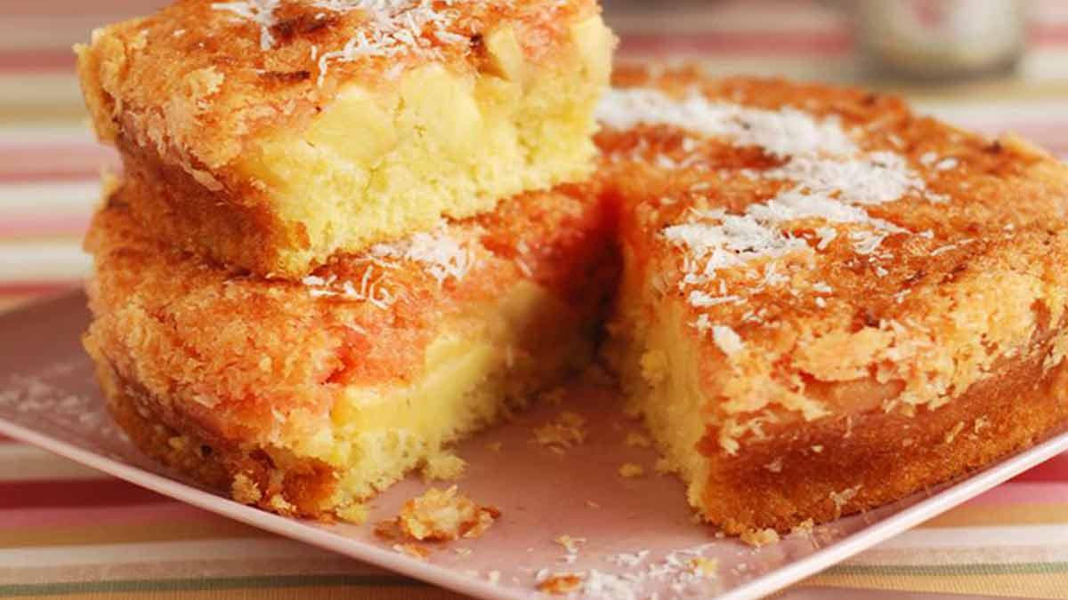 Délicieux gâteau moelleux aux pommes et à la noix de coco