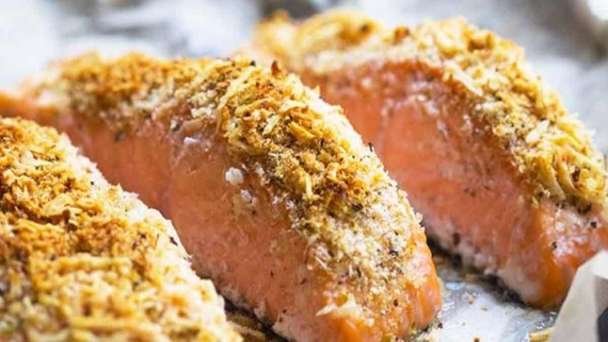 Délicieux pavés de saumon au parmesan et aux noisettes