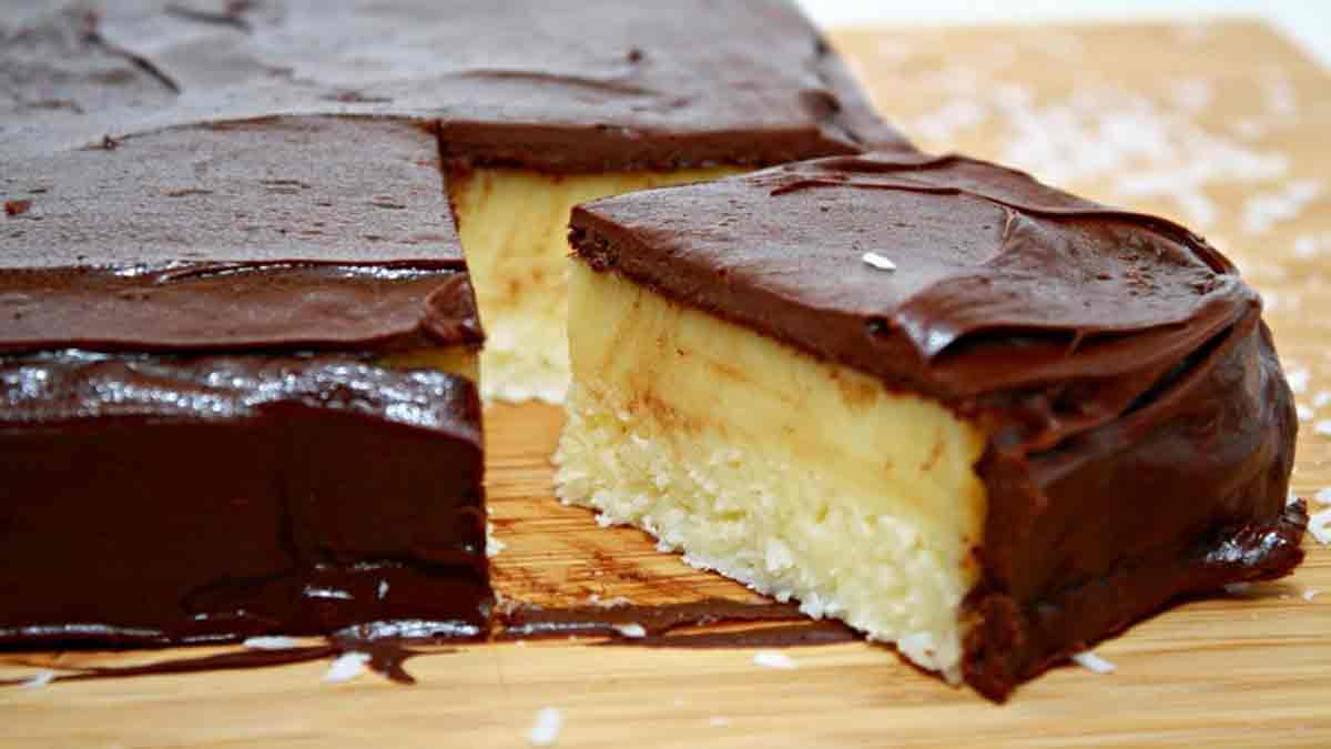 Sublime gâteau Bounty riche en noix de coco