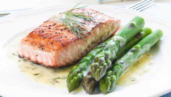pavé de saumon et asperges vertes