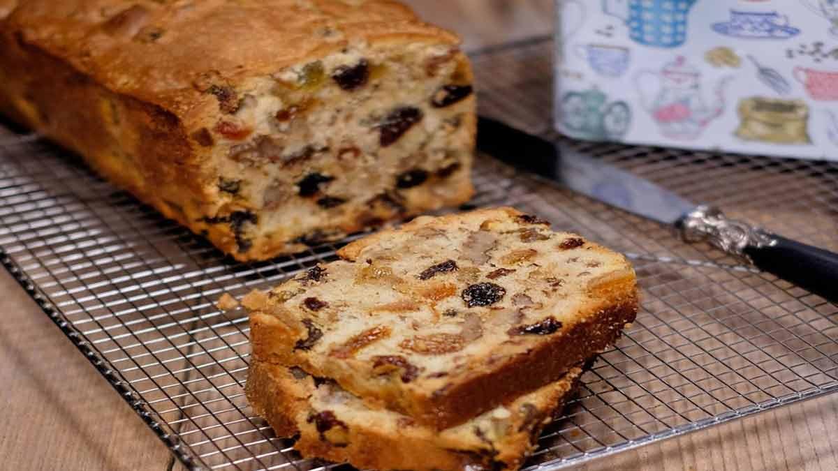 Appétissant cake aux raisins secs-écorces orange confites