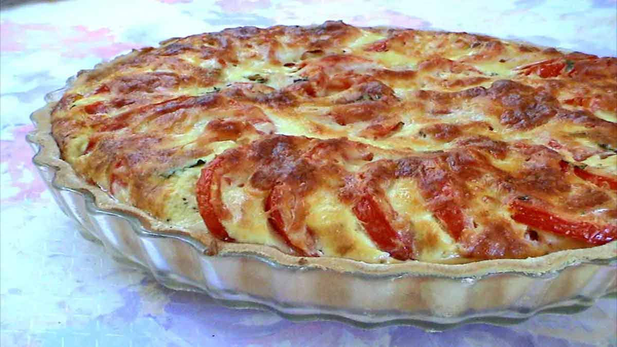Onctueuse tarte classique à la tomate-basilic
