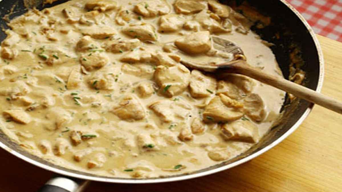 Succulent velouté de poulet crème-champignons