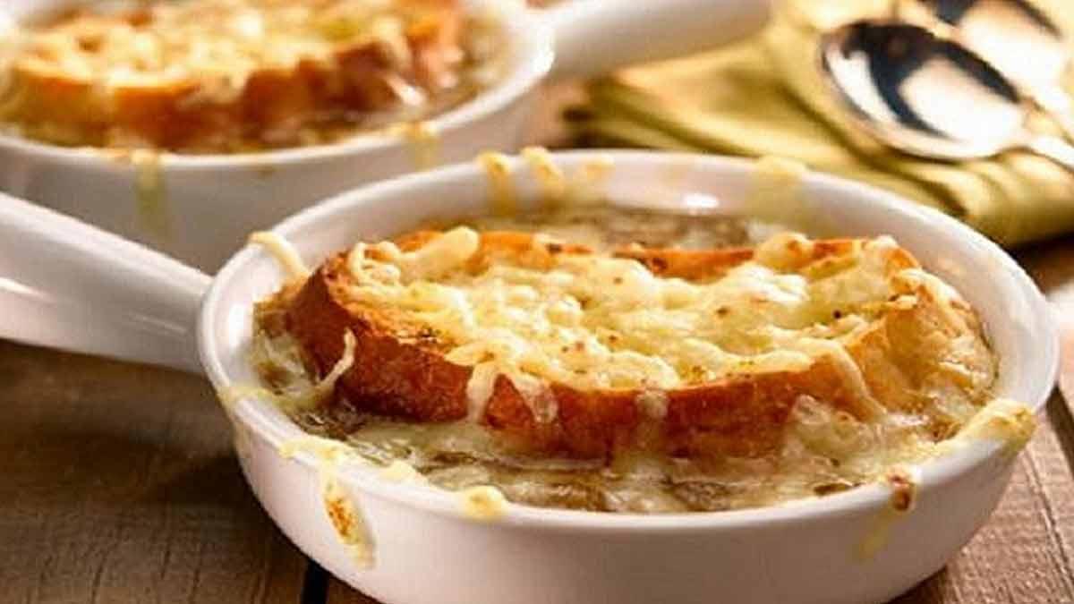 délicieuse soupe-oignon gratinée