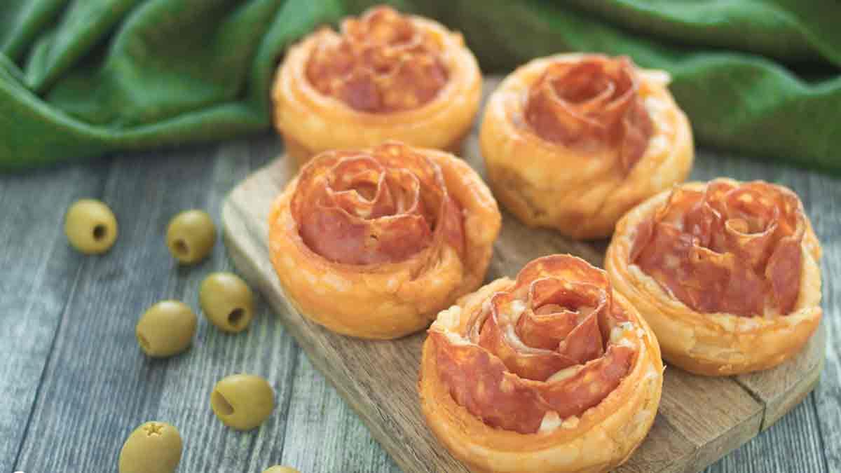 Roses de pâte feuilletée salée farcies