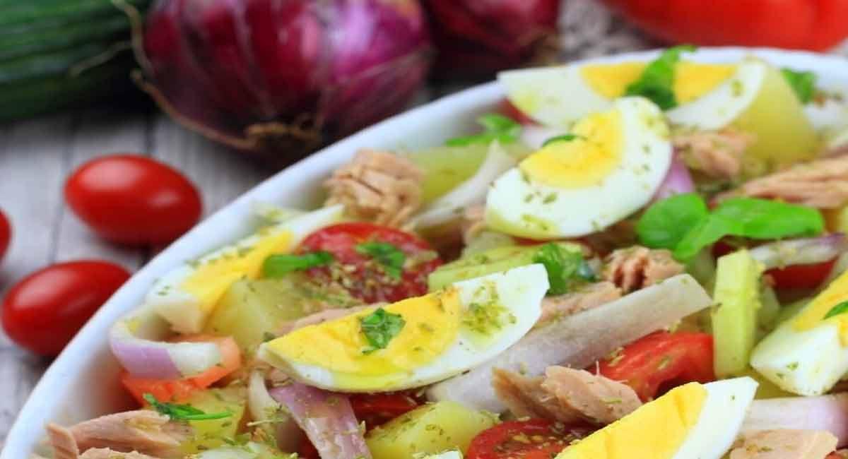 salade estivale de pommes de terre aux tomates-thon-œufs