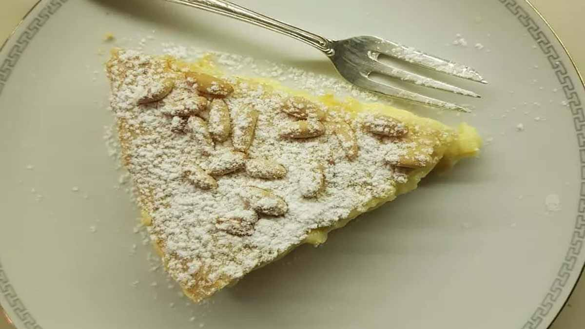 gâteau de grand-mère garni de crème pâtissière