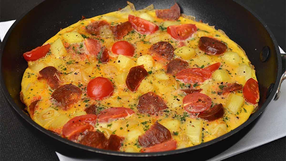 omelette aux pommes de terre-tomates
