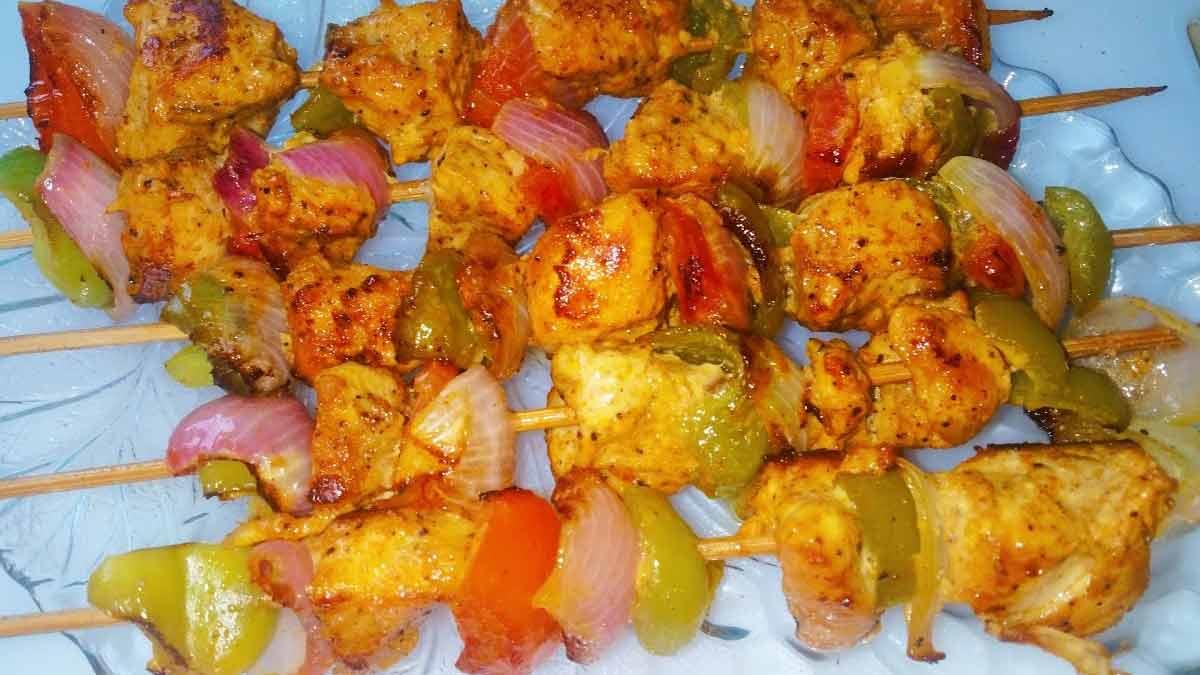 Brochettes poulet ananas au lait de coco et au curry