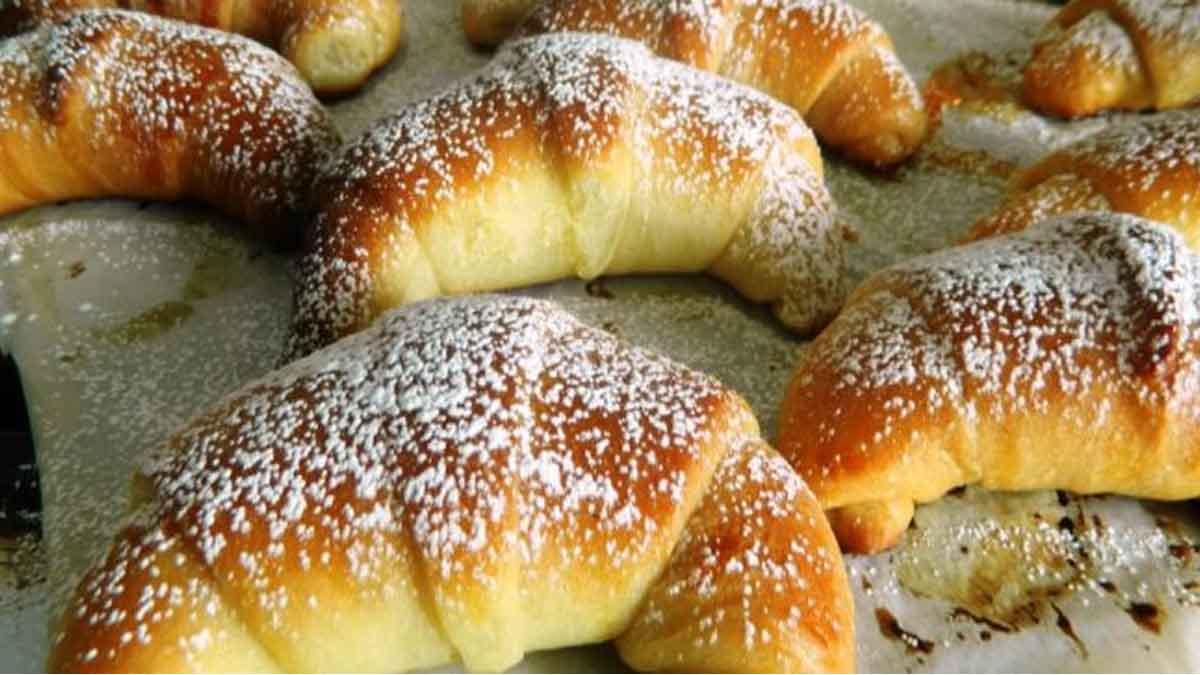 Croissants briochés fourrés à la confiture