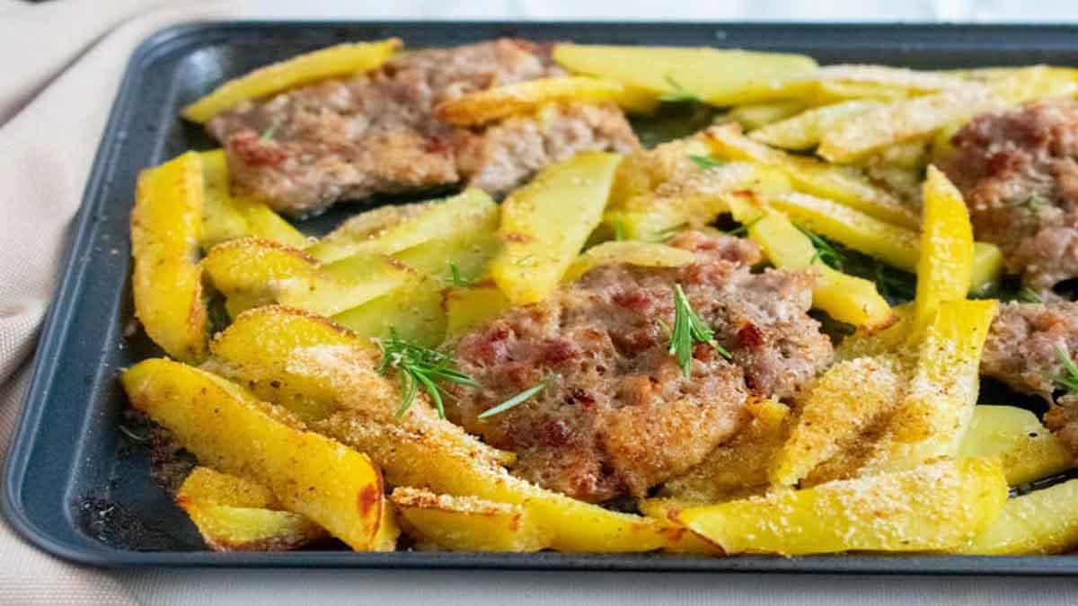 Saucisses et pommes de terre au four
