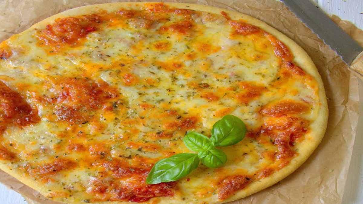 cheesy pizza