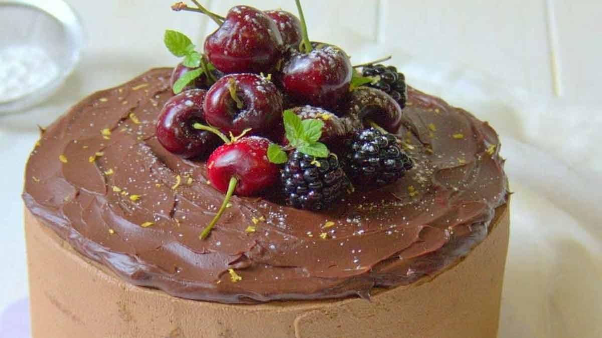 layer cake au chocolat et cerises