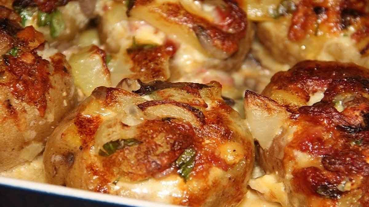Pommes de terre farcies aux lardons avec champignons