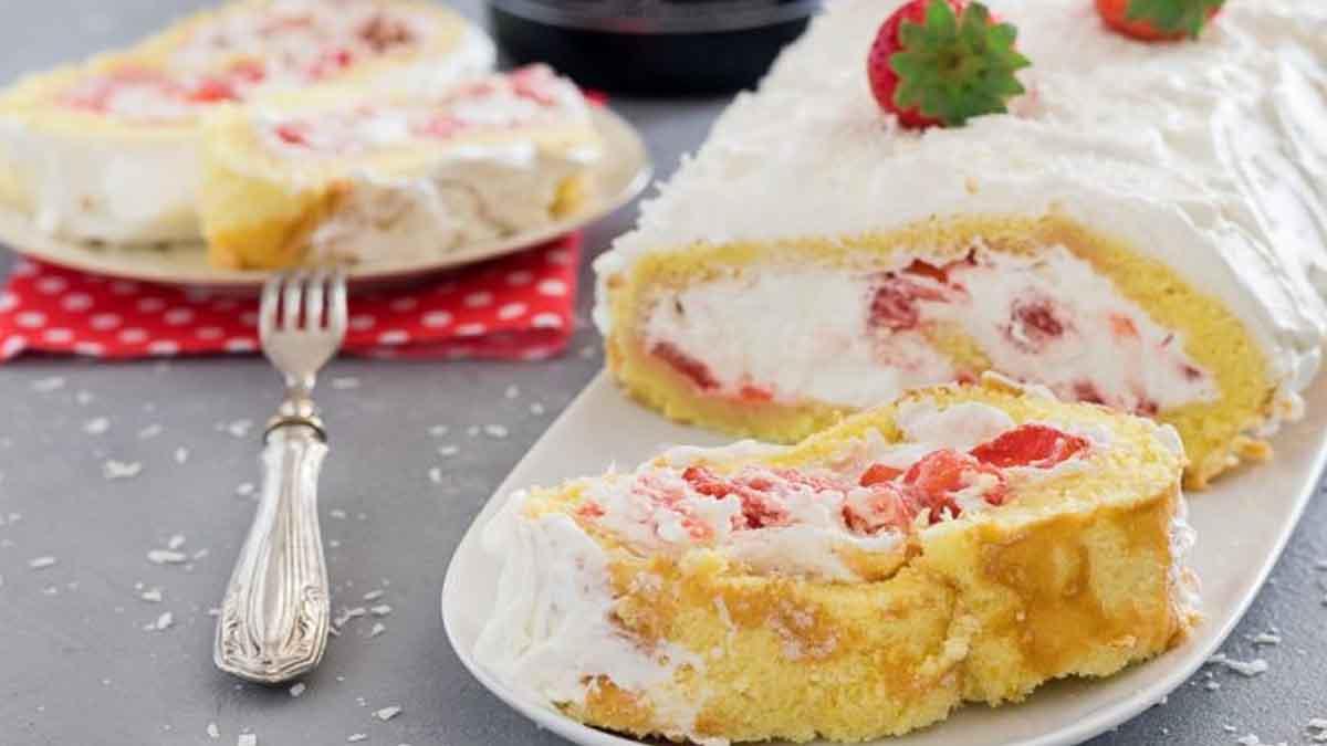 Roulé aux fraises et à la crème sucrée